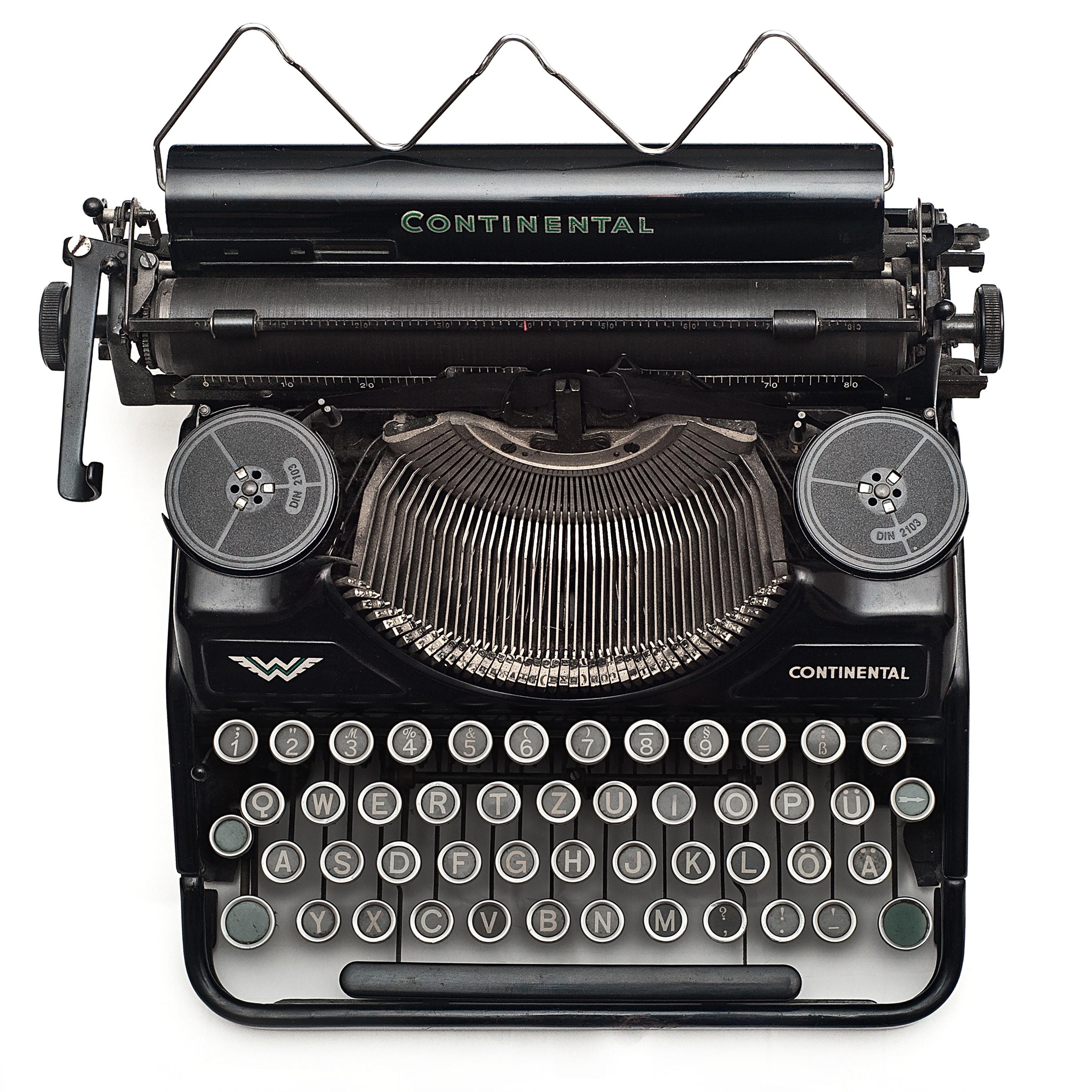 typewriter-vintage-102100